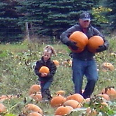 DadandDaughterHaulingPumpkins