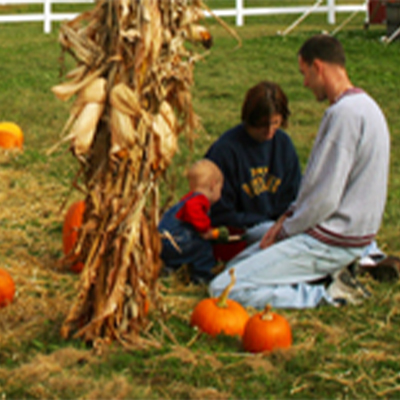FamilywithKidsatPumpkins
